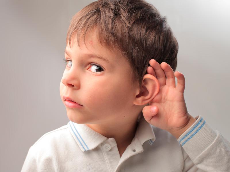¿Sabes cómo detectar los problemas auditivos en los niños?